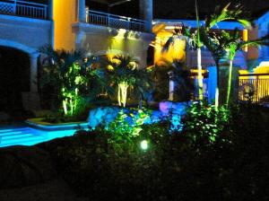 Swim-Up Rooms At Night
